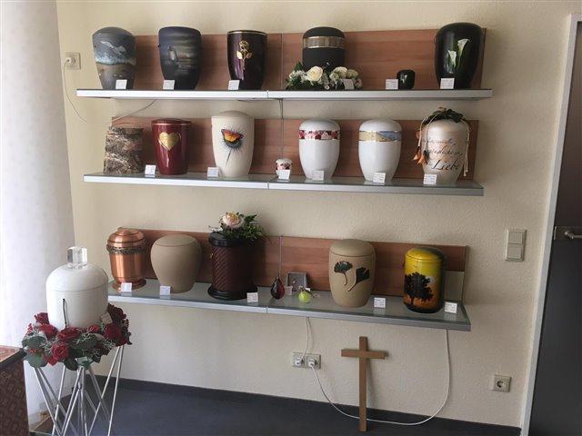 Fotogalerie-Bestattungshaus Tolg-Ausstellungsrtaum Büro Oranienburg